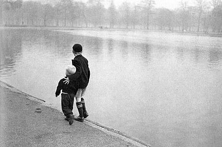 Ruth Orkin, Brothers, Hyde Park, London 1951, Photography