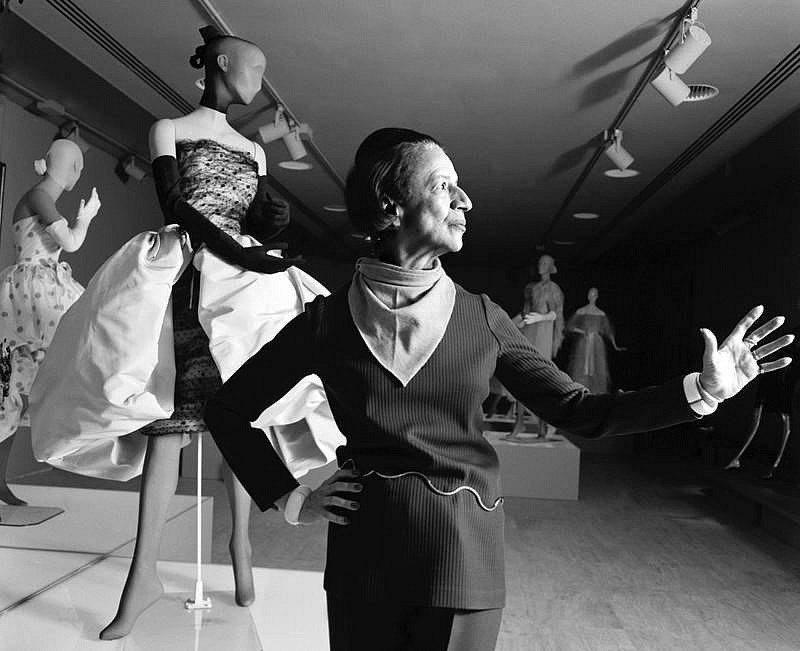 Harry Benson ,   Diana Vreeland at the Met, Edition of 35  ,  1973     photograph     HB120100