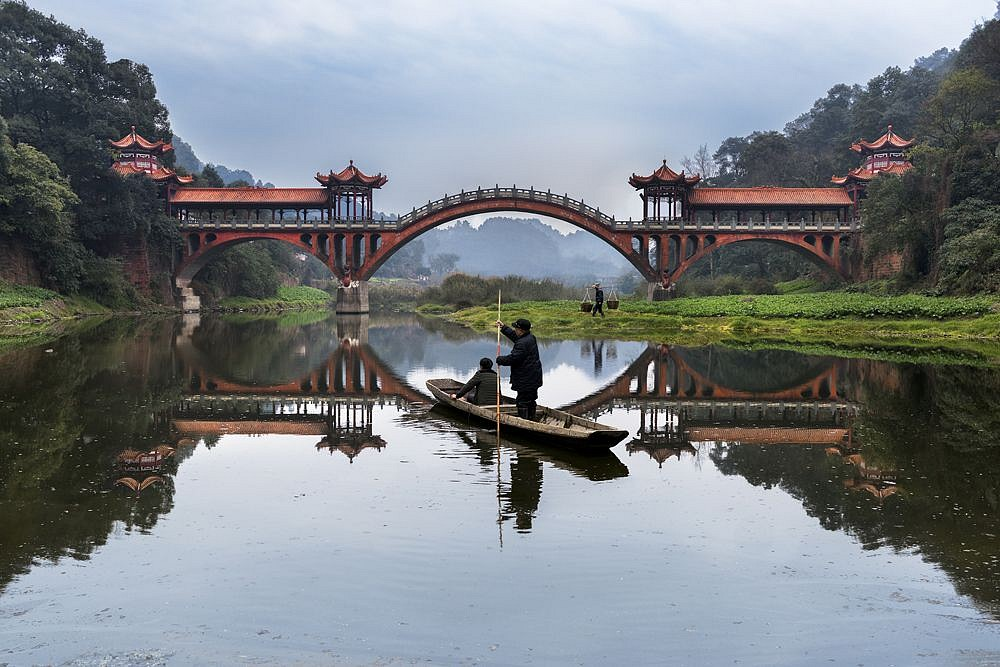 Steve McCurry ,   Man Rows on Min River, Leshan, China  ,  2016     FujiFlex Crystal Archive Print ,  40 x 60 in. (Inquire for additional sizes)     CHINA-10363