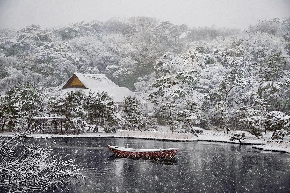 Steve McCurry ,   Boat Covered in Snow in Sankei-en Garden, Yokohama, Japan  ,  2014     FujiFlex Crystal Archive Print ,  40 x 60 in.     JAPAN-10261