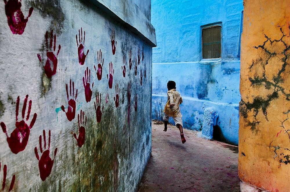 Steve McCurry ,   Boy in Mid Flight, Jodhpur, India  ,  2007     FujiFlex Crystal Archive Print ,  30 x 40 in.     INDIA-10720